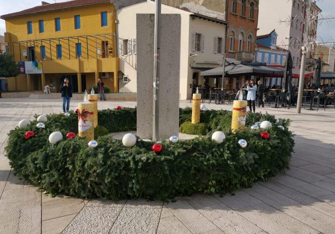 Paljenje prve Adventske svijeće na Trgu slobode u nedjelju u 17 sati – pridružite se !