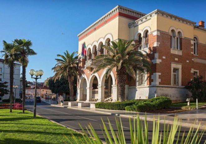 Gradsko vijeće Grada Poreča usvojilo novi paket mjera za pomoć gospodarstvu i smanjenje plaća te ostalih troškova u gradskoj upravi, ustanovama i gradskim trgovačkim društvima