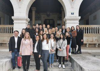 """Studenti Fakulteta ekonomije i turizma """"Dr. Mijo Mirković"""" u posjetu Poduzetničkom inkubatoru i stolariji Istradrvo"""
