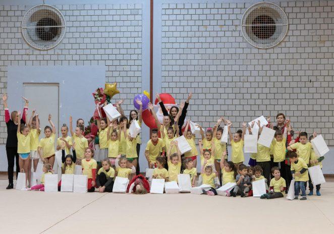 Ritmičke gimnastičkarke Funtane i Vrsara održale božićnu priredbu