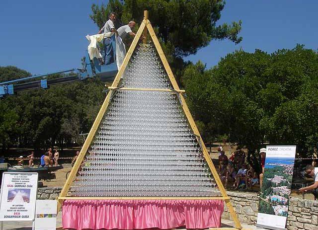 U utorak od 13 sati na Trgu slobode piramida od 2020 čaša za pjenušac !