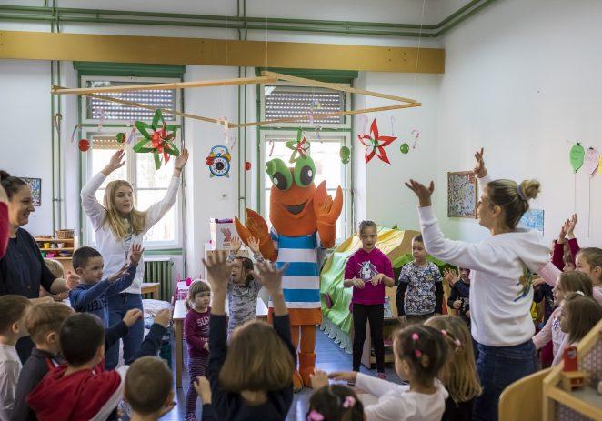 Valamarov Maro razveselio mališane dječjeg vrtića 'Radost' u Poreču i Kašteliru