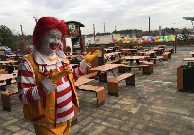 Prvi McDrive u Poreču – Uz praktični McDrive, goste privlače i usluga posluživanja za stolom te samoposlužni kiosci