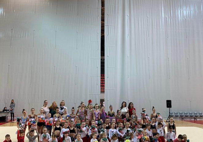 Porečki klub za ritmičku i sportsku gimnastiku održao Božićnu priredbu