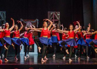 """Studio za izvedbene umjetnosti """"MOT 08"""" oduševio božićnom plesnom predstavom """"Čarolija Božićne noći"""""""