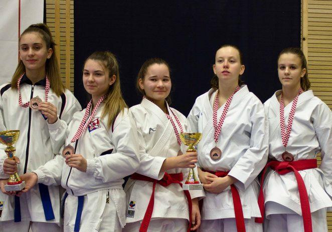 Juniorke Karate kluba Finida na Prvenstvu Hrvatske u katama osvojile brončanu medalju !