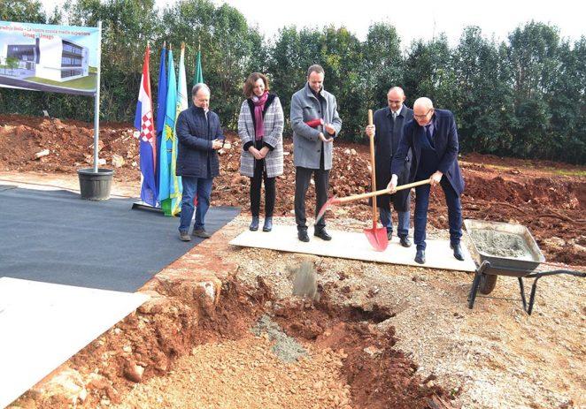 Veliki projekt za budućnost Umaga, a i šire: Položen kamen temeljac za srednju školu i Obrazovni kampus!