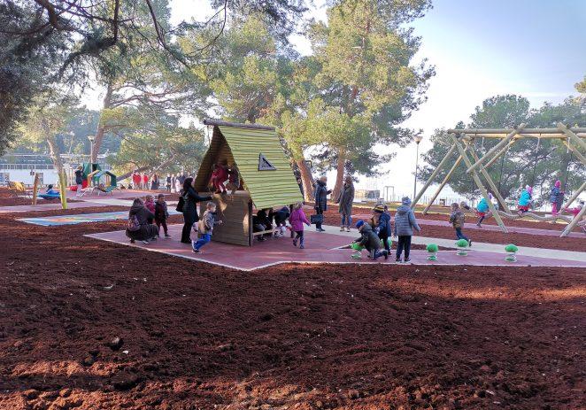 Na Gradskom kupalištu otvoreno novouređeno dječje igralište