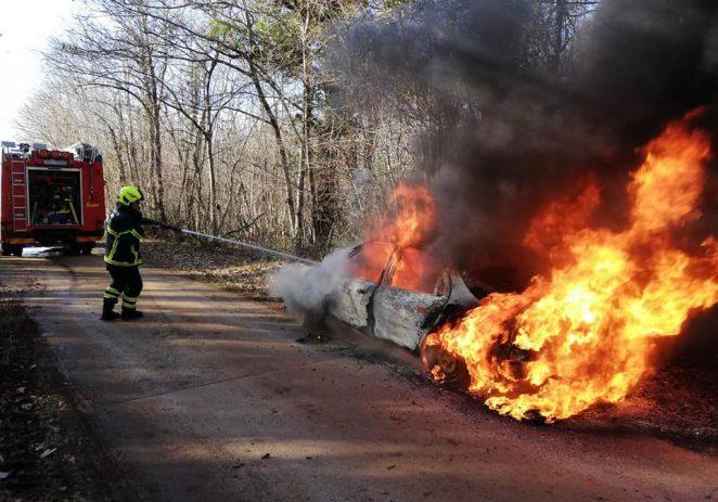 Noćas izgorjela tri automobila u Červar Portu