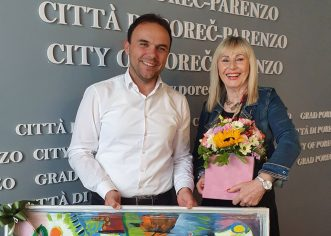 Nakon punih 45 godina staža, tajnica gradonačelnika Nela Gergeta Prša, poznatija svima jednostavno kao Nela iz Općine, odlazi u zasluženu mirovinu