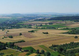 Europska komisija usvojila trogodišnje produženje moratorija na prodaju hrvatskog zemljišta strancima