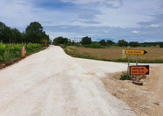 Završavaju se radovi na proširenju i asfaltiranju ceste Fuškulin-Jasenovica u duljini od kilometra, postavljena i sva potrebna infrastruktura
