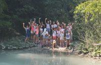 Porečke ritmičke gimnastičarke sa trenericama na izletu po Istri prije ljetnog kampa