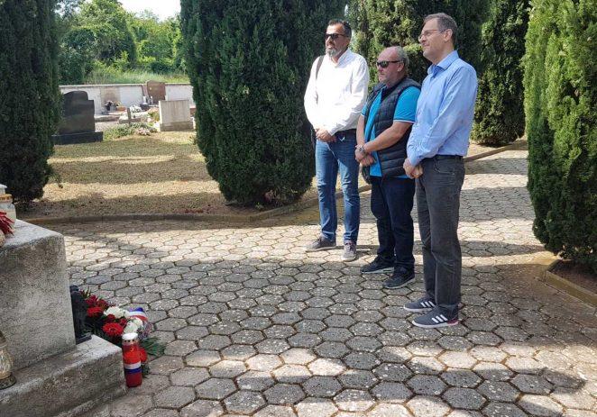 Predstavnici Općine Funtana i komunalnog poduzeća Puntica d.o.o. položili su cvijeće i zapalili svijeće pvodom Dana državnosti