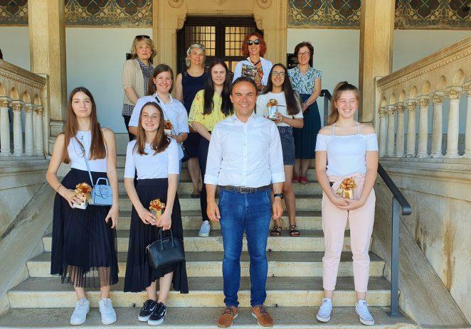Prijem i nagrade izvrsnim učenicama porečkih osnovnih škola
