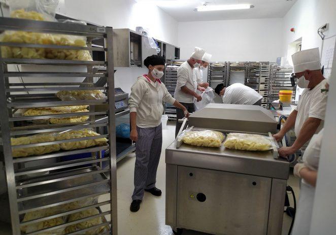 Valamarova centralna kuhinja Vinež može pripremiti i do 25.000 obroka dnevno