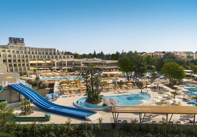 Vrhunski preuređeni hotel Valamar Parentino u Poreču nudi sve potrebno za savršen obiteljski odmor