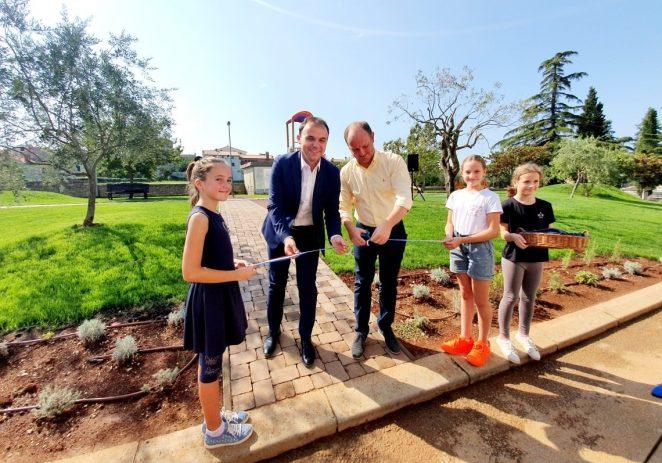Primjer dobre suradnje Grada Poreča i Općine Sv.Lovreč: otvoreno novo školsko igralište za djecu