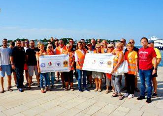 Porečki ronioci iz DPD Poreč i članovi Lions kluba Poreč pokupili preko 6 kubika otpada sa podmorja uz porečku rivu