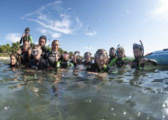 Iz podmorja Savudrijske vale izvađeno na desetke vreća otpada  Čišćenje bez granica – V. Međunarodna dječja ronilačka eko patrola