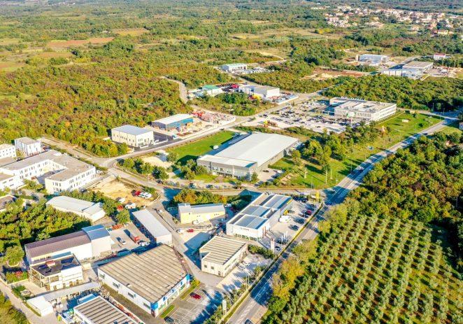 Proizvođači u porečkim gospodarskim zonama proizvode i izvoze materijale i opremu, te otvaranju nova radna mjesta