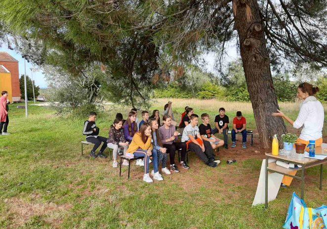 """Nastavak edukacije """"Vrijednosti i značaj ekosustava na području šume Kontija i Limskog zaljeva"""" za učenike 6. razreda OŠ Joakima Rakovca iz Sv. Lovreča"""