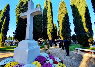 U Poreču vijenci i svijeće za Dan sjećanja na žrtve Domovinskog rata i Dan sjećanja na žrtvu Vukovara i Škabrnje