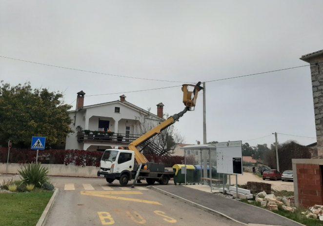 Postavljena nova javna rasvjeta u Vežnaverima, do kraja godine i u mjesnim odborima Baderna, Fuškulin i Žbandaj
