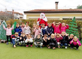 Djed Mraz jučer i danas posjetio porečke vrtiće na radost i iznenađenje svih mališana