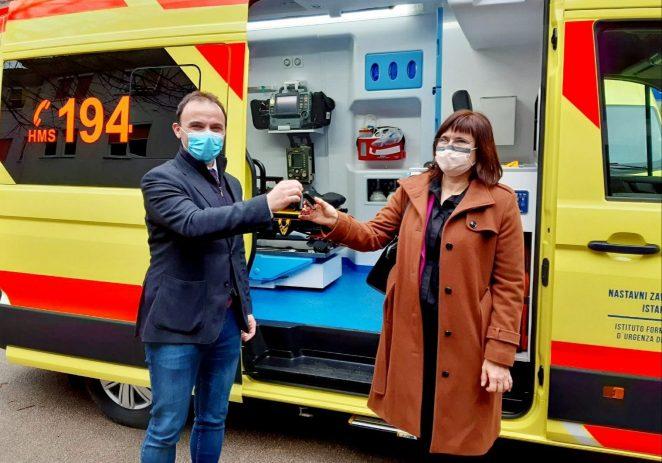 Porečka Hitna dobila novo moderno vozilo zahvaljujući europskim sredstvima i sufinanciranju Grada Poreča i općina Poreštine