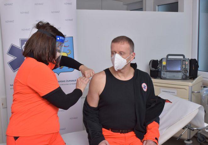 Danas su cijepljeni prvi zaposlenici Nastavnog zavoda za hitnu medicinu Istarske županije, ukupno dvadeset pet zaposlenika (pet više od planiranih!)