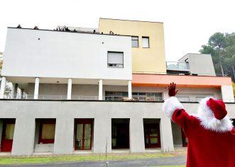 """Djed Mraz """"sa distance"""" posjetio korisnike Doma za starije i nemoćne osobe"""
