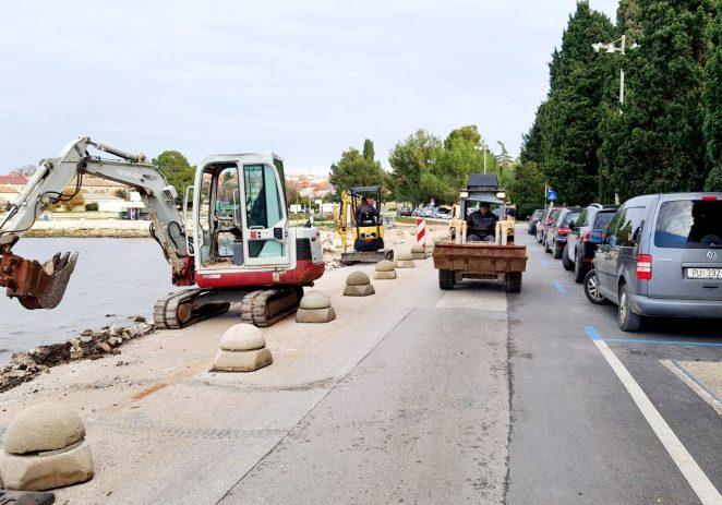 U tijeku sanacija obalnog zida na Peškeri i popločenja na šetnici Lungomare – radovi do sredine siječnja 2021.