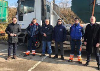 Gradonačelnik Peršurić uručio komunalna vozila sisačkoj tvtrki za gospodarenje otpadom – Kamioni podizači i djelatnici porečke Usluge na ispomoći u potresom pogođenim područjima