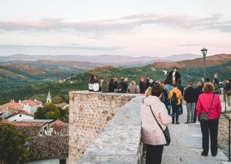 """Besplatna interpretacijska šetnja """"Doživi Motovun"""" u nedjelju, 21. veljače povodom Međunarodnog dana turističkih vodiča"""