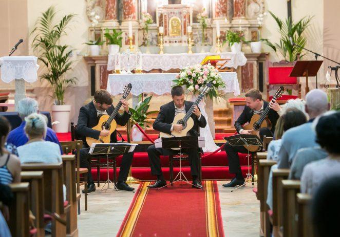 Tarska crkva sv. Martina već više od dva desetljeća ljeti ugošćuje vrhunske glazbenike na Koncertima klasične glazbe