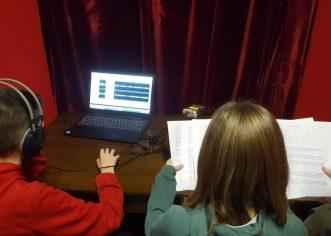 Učenici radijske skupine OŠ Poreč uspješno pripremili radijsku emisiju s kojom su se prijavili na LiDraNo – smotru literarnog, dramsko-scenskog i novinarskog stvaralaštva