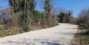 Nasipava se 12 kilometara makadamskih puteva, uređena i asfaltirana pješačka komunikacija u Červar Portu