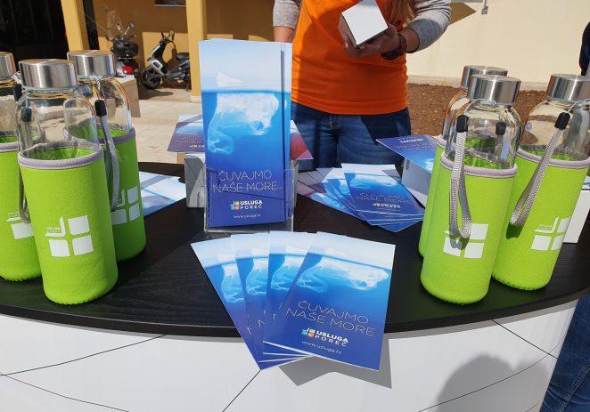 U Poreču podjela staklenih bočica građanima kao promocija smanjenja upotrebe plastike povodom Dana planeta Zemlja