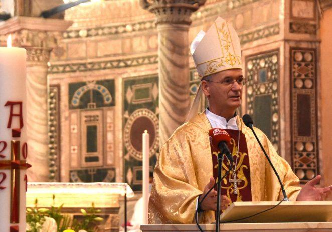 U porečkoj Eufrazijevoj bazilici nadbiskup mons. dr. Dražen Kutleša vodio je svečanu misu Uskrsa