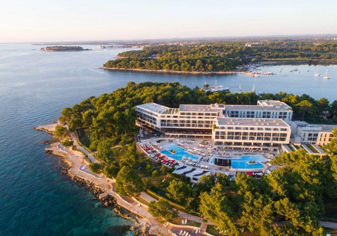 U Hotelu Parentium Plava Laguna započele su vinske večeri koji će se utorkom tijekom srpnja i kolovoza održavati na teresi a la carte restorana Bacchus