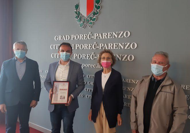 Predstavnici porečke Udruge antifašističkih boraca uručili zahvalnicu gradonačelniku Lorisu Peršuriću