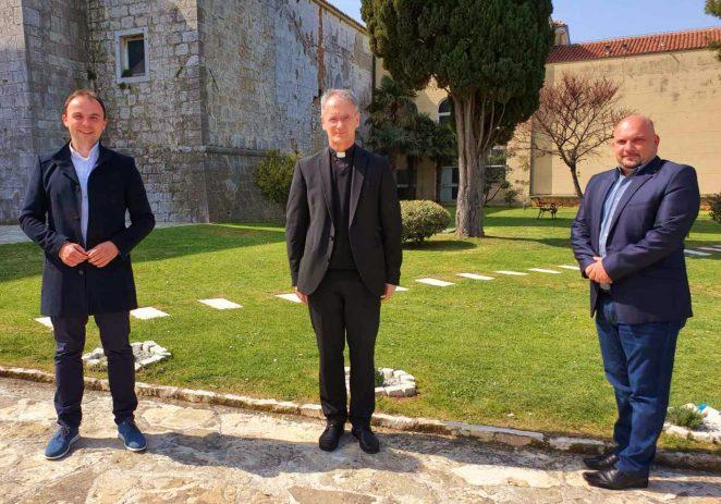 Gradonačelnik Peršurić i predsjednik Gradskog vijeća Jakus na uskršnjem prijemu kod nadbiskupa Kutleše