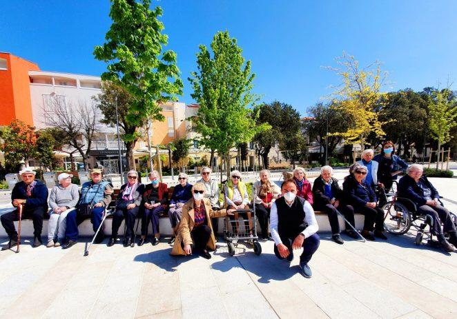 Korisnici Doma za starije i nemoćne osobe Poreč po prvi put uživali na novoj gradskoj rivi