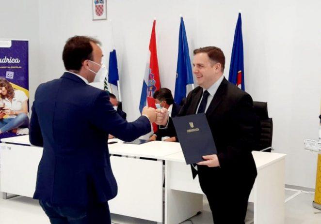 Gradu Poreču uručena odluka o dodjeli 500.000 kuna bespovratnih sredstava za uređenje vrtića u Žbandaju