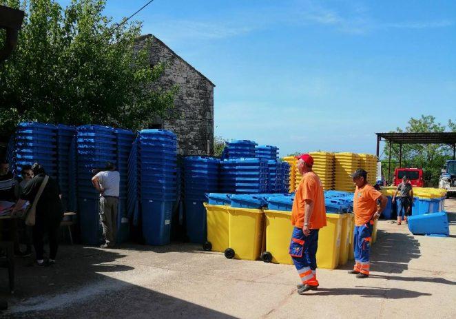 Podjela spremnika za odvojeno sakupljanje otpada u Općini Vrsar i Funtana