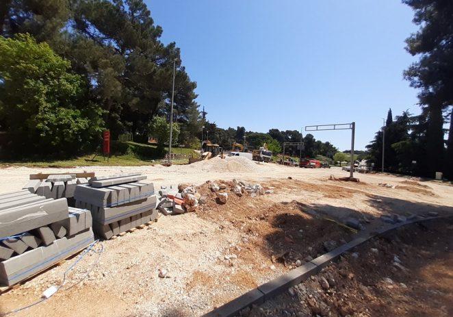 Radovi na obnovi prometnice od Lacopa do Parensa odvijaju se prema planu, rok za dovršetak je početak lipnja 2021.