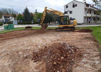 U Ulici I. G. Kovačića u naselju Bolnica gradi se novo sportsko igralište