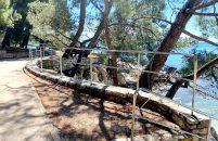 Uređene gradske plaže, obnovljene ograde, tuševi, sunčališta,  postavljeni rukohvati i ograde za sigurniji ulazak u more