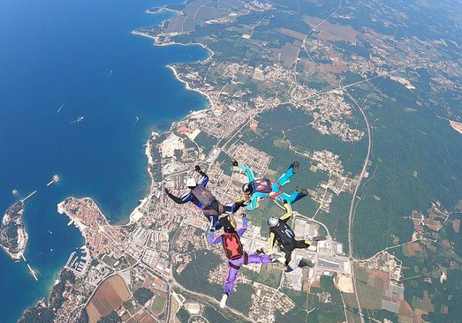 Preko stotinu padobranaca iz sedam zemalja natječe se na nebu iznad Poreča